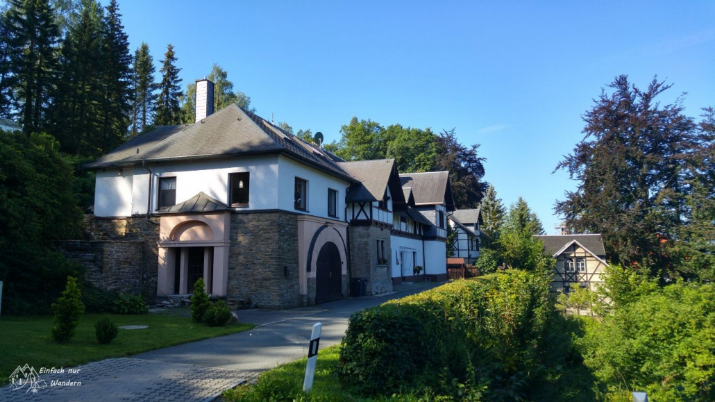 Schöne Häuser nahe dem Schloss Hohenwendel.