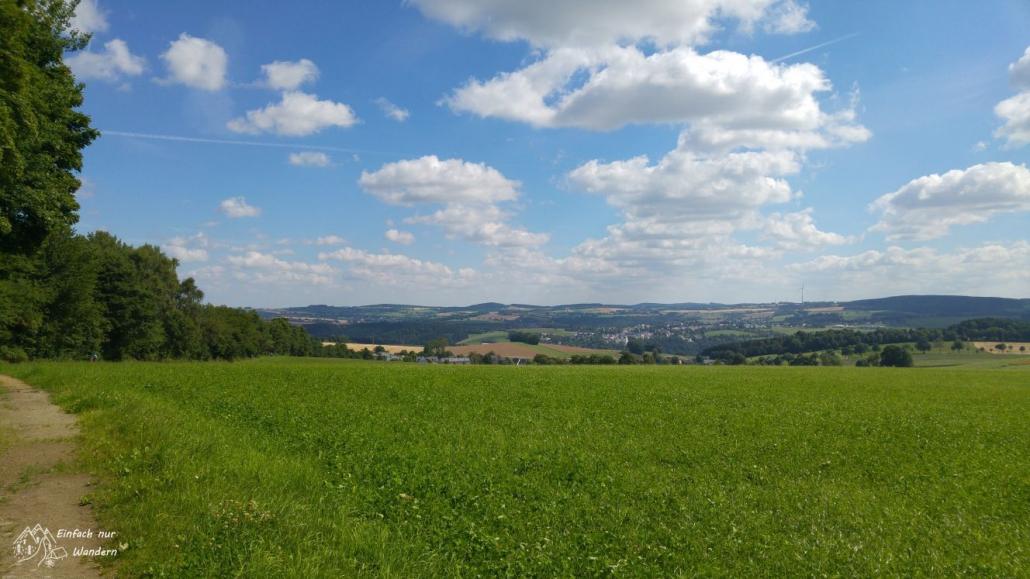 Ein Blick ins Erzgebirge bei wunderschönem Wetter.