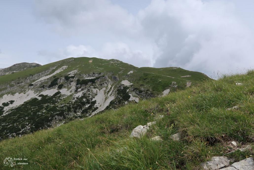 Der Weg führt zum Passo del Camino, welcher sich auf 2121m befindet.
