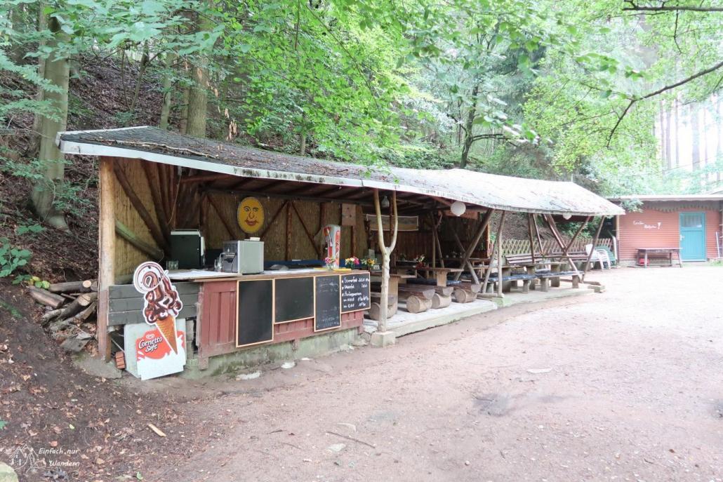 Die Mittelbach Hütte. Sie ist ein beliebtes Ausflugsziel bei Tag und Verpflugungspunkt vieler Wanderer und Anwohner.
