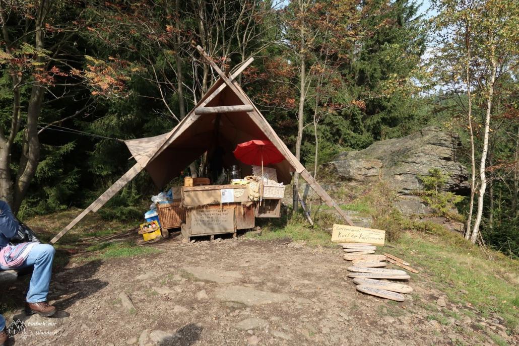 Das Zelt vom Kaffee Kurt mitten im Wald.