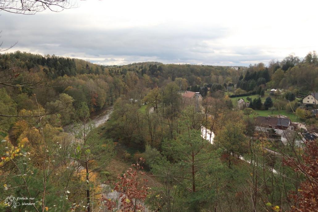Vom Hauboldfelsen hat man einen wunderschönen Blick über das Muldental bei Wolkenburg.