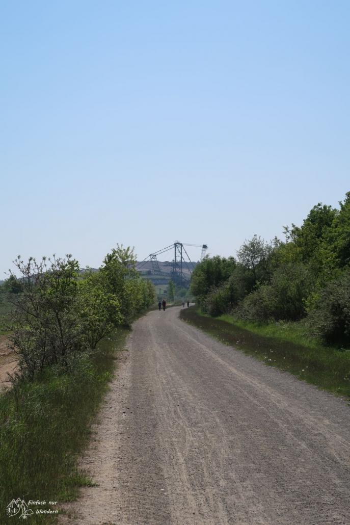 Ein Weg führt in Richtung Bergbau Technik Park.