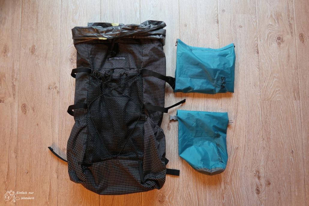 Der Rucksack und Drybags für den West Highland Way.