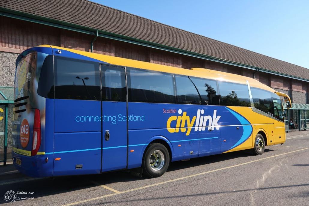 Ein Bus der Transportgesellschaft Citylink in typischen blau-gelb.