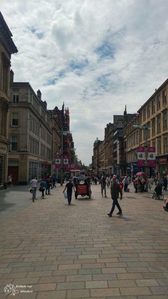 In Glasgow angekommen laufe ich die bekannte Buchanan Street entlang.