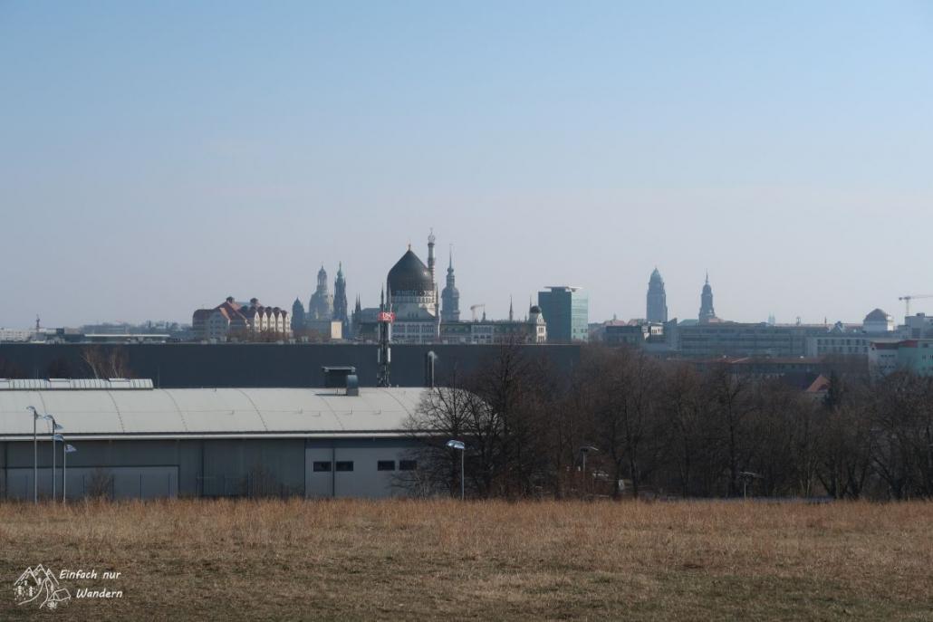 Blick vom Trümmerberg in Richtung Dresdner Altstadt mit der Frauenkirche.