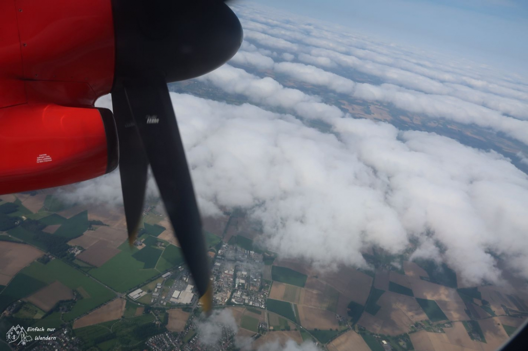 Mit einem Propellerflugzeug fliege ich nach Glasgow.