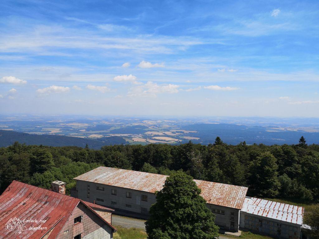 Blick vom Cerchov in die böhmische Ebene.
