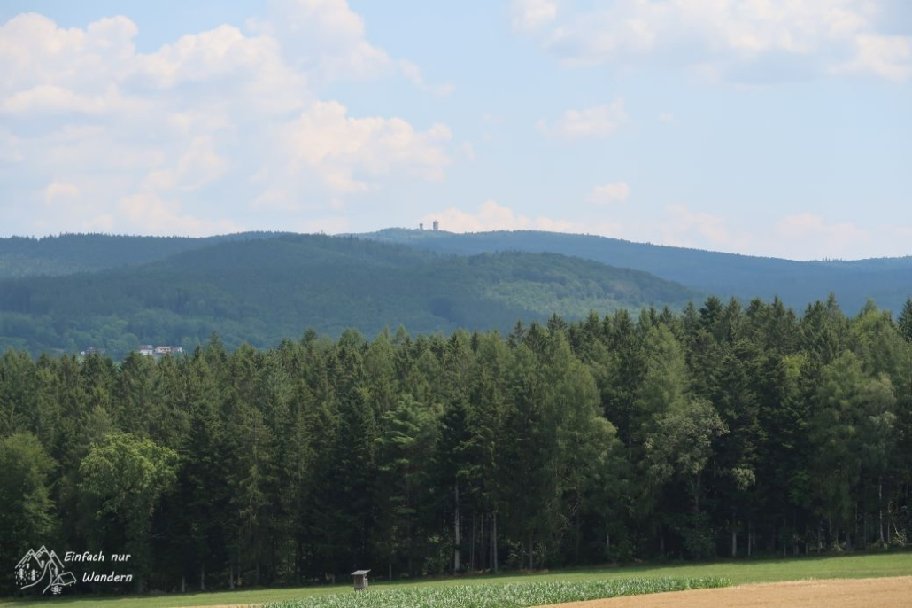 In einiger ENtfernung sehen wir einen Berg Cerchov auf der tschechischen Seite.